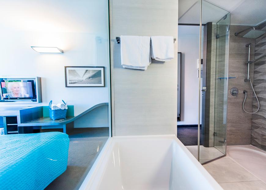 Bagno In Camera Con Vetrata : Camera tripla hotel a rovigno hotel arupinum rovigno